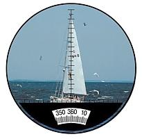 Kompas v zorném poli námořního dalekohledu